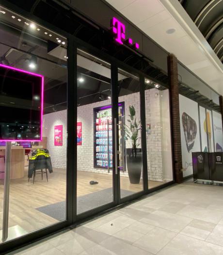 Tweede overval op T-Mobile winkel Arnhem in twee maanden tijd; daders slaan op de vlucht