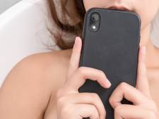 Franse vrouw in bad geëlektrocuteerd door opladende smartphone