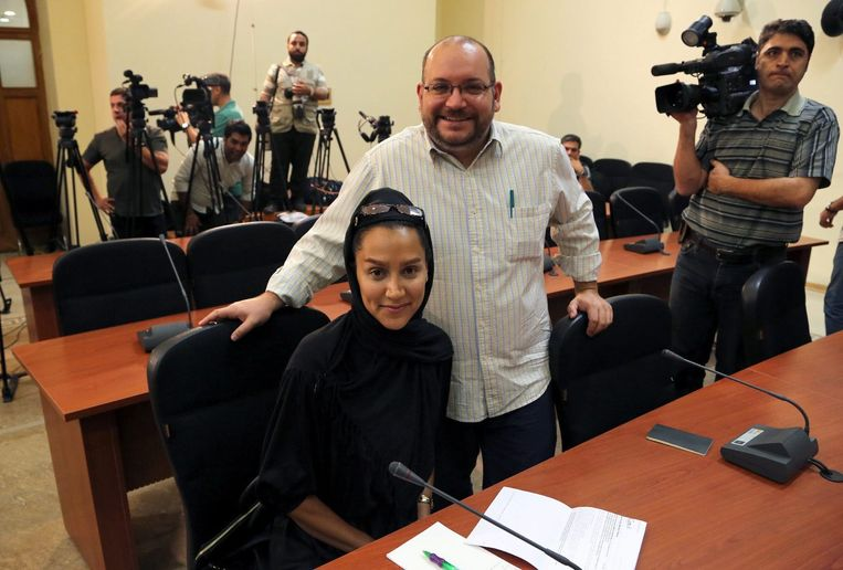 Jason Rezaian met zijn Iraanse vrouw Yeganeh Salehi. Beeld EPA