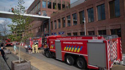 Mysterieuze rookpluim schakelt alarm en automatische brandluiken in parking onder Rode Heuvel in
