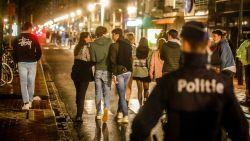 """Wij gingen feesten met de Nederlanders tussen de indrukwekkende politiemacht in Knokke: """"Gezellig toch?"""""""