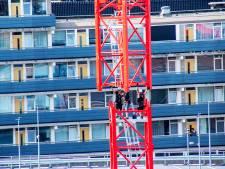 Straatbeeld: Op enorme hoogte boven Tilburg