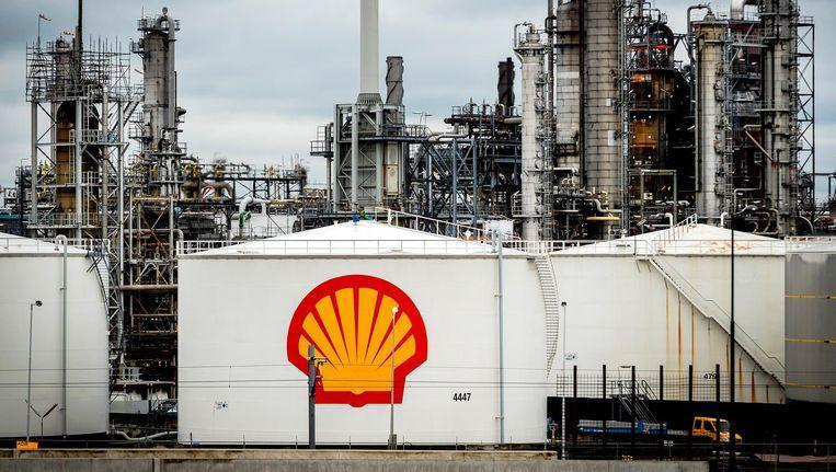 De raffinaderij van Shell in Pernis. Beeld Remko de Waal