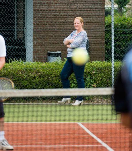 Tennisvereniging Heino krijgt hulp van gemeente in conflict met bouwer