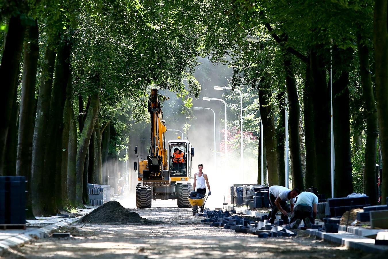 Werk, enige tijd geleden, aan de Selterskampweg, nog altijd een belangrijke noordzuidverbinding aan de oostrand van Bennekom.