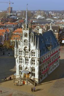 Boete van 90 euro voor klimmen op stadhuis Gouda