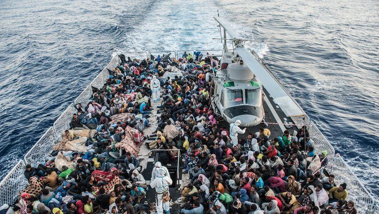 Vorige week redde het Italiaanse schip Spica nog meer dan 1.000 bootvluchtelingen.