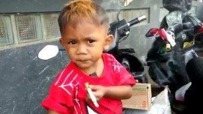 Peuter (2) rookt veertig sigaretten per dag die zijn mama voor hem koopt
