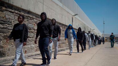 Spanje redt 340 migranten op zee