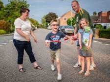 Vijfjarige Mats uit Stampersgat kikkert de lopers op met Opkikker Run