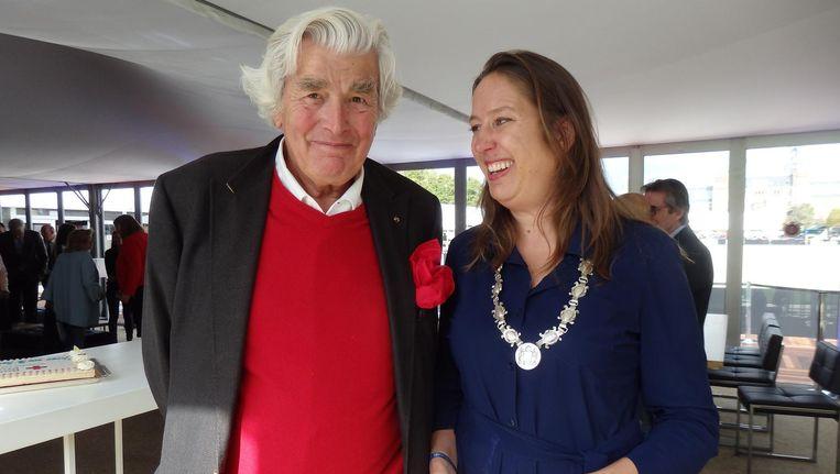 Vastgoedgigant Cor van Zadelhoff: 'Het Rode Kruis kan altijd op onze steun rekenen.' Met locoburgemeester Marjolein Moorman Beeld Hans van der Beek