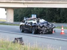 Tesla knalt op vrachtwagen: bestuurder zwaargewond op A6 bij Rutten, snelweg tijd dicht