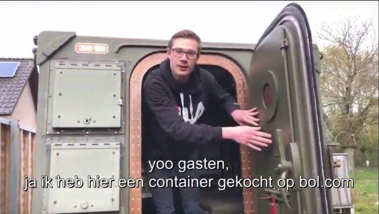 G Goran geeft in zijn nieuwste filmpje Corona Lockdown een rondleiding in zijn bunker.