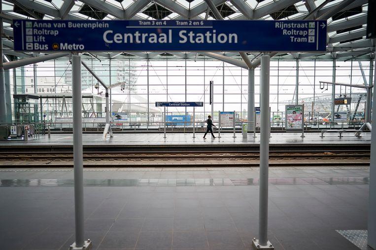 Het verlaten Centraal station van Den Haag tijdens de OV-staking. Beeld Phil Nijhuis