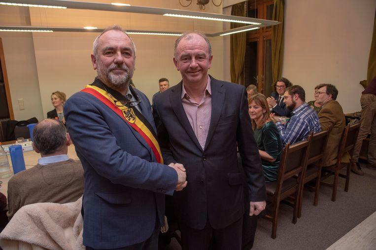 Burgemeester Johan Durme en schepen Christ Meuleman gaan in debat met de jeugd in Oosterzele.