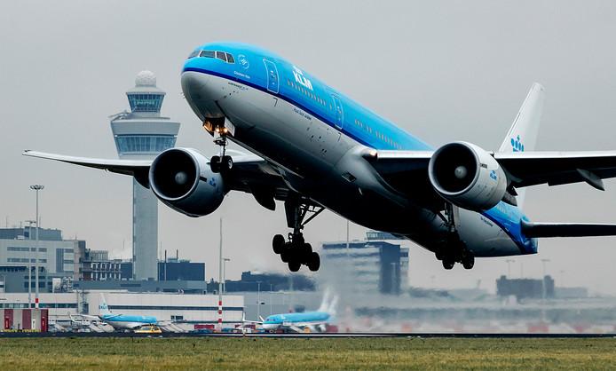 Een KLM-toestel op Schiphol. Van welke luchtvaartmaatschappijen de betroffen toestellen zijn, is overigens niet bekend gemaakt.