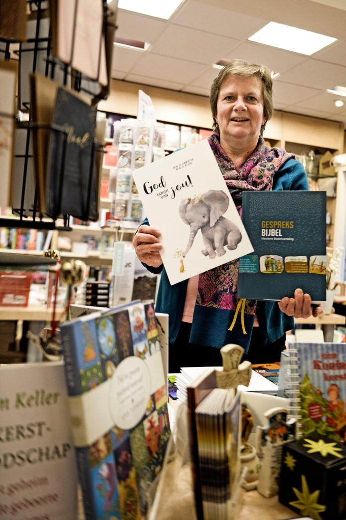 Ada Otter in de Evangelische Boekhandel David.