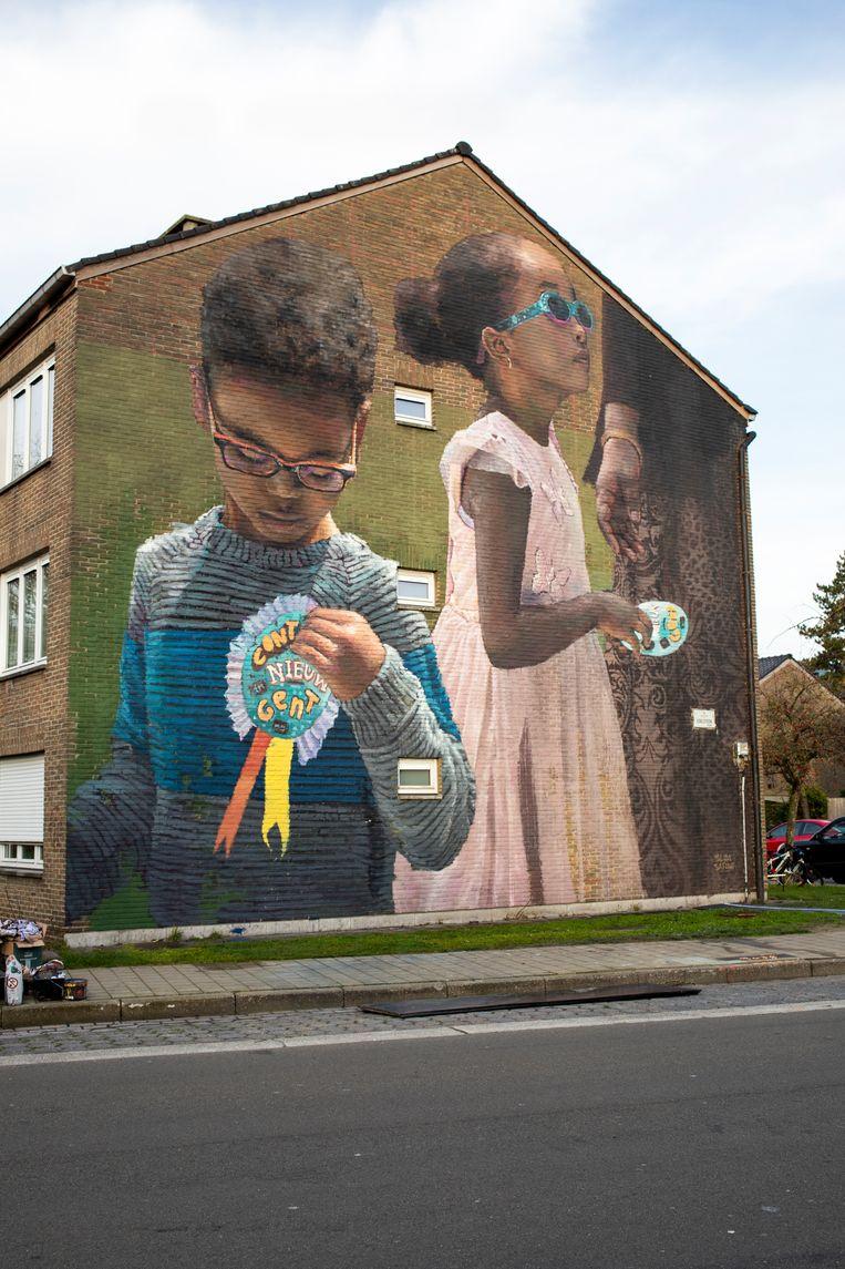 De Edelsteenstraat is een muurschildering rijker.