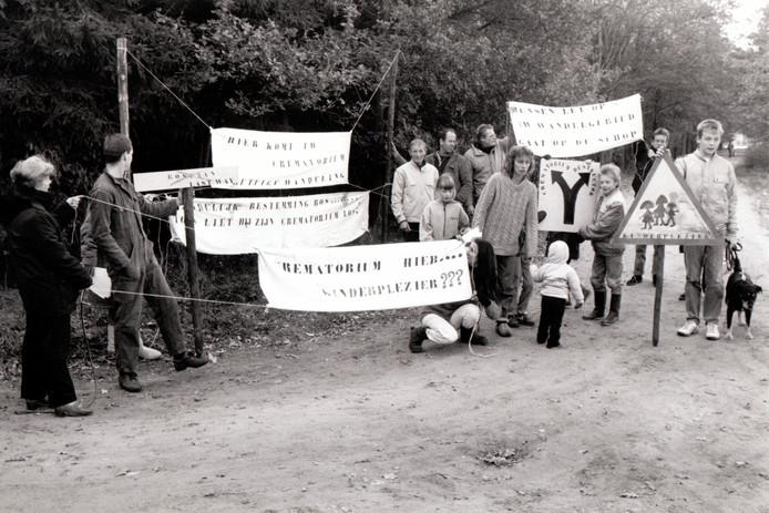 Actie tegen de komst van een crematorium in Best in 1988.