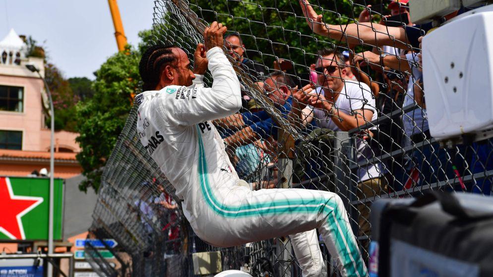 Hamilton houdt Bottas en Verstappen af en pakt in Monaco zijn 85ste pole