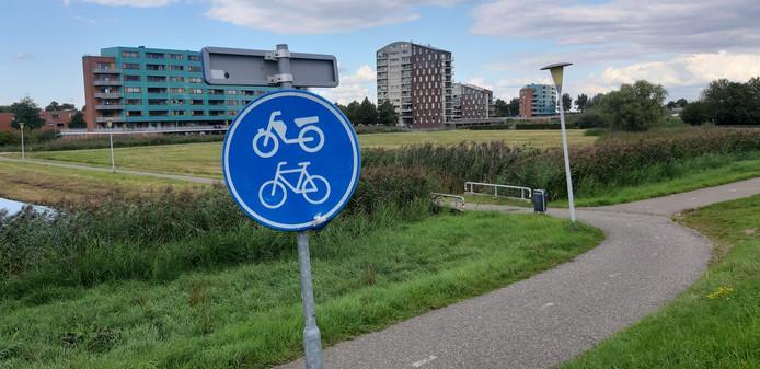 De plek waar het fietspad uitkomt op de Hasselterdijk © Francisca Muller © De plek waar het fietspad uitkomt op de Hasselterdijk