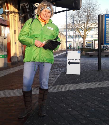 Verkiezingsfolders uitdelen op station Zwolle? ,,We zijn hier weggestuurd.''