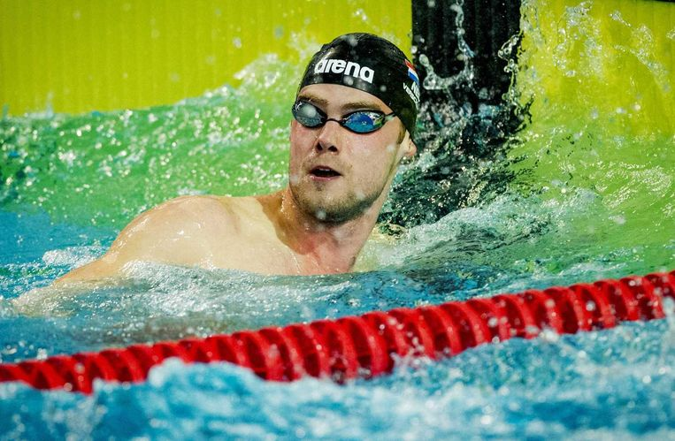 Sebastiaan Verschuren in actie op de 100 meter vrije slag tijdens de Open Nederlandse Kampioenschappen korte baan 2014. Beeld anp