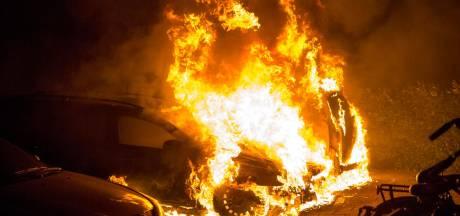 Auto brandt af in Leiden: oorzaak nog onbekend