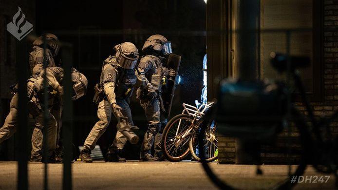 Een van de invallen in het grootschalige onderzoek naar een internationale drugsbende op woensdagochtend 16 september 2020.