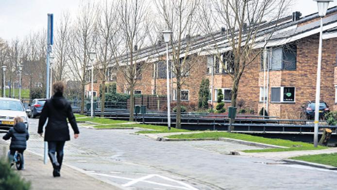 De Brouwershavenstraat, waar Rob Zweekhorst zijn woning de fatale avond verliet voor een rondje met de honden.