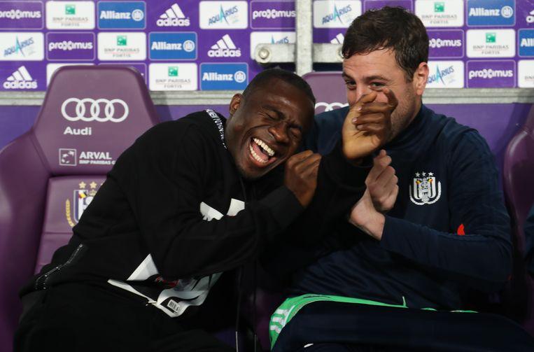 Acheampong, hier op de bank bij Anderlecht, dollend met reserve-doelman Boeckx.
