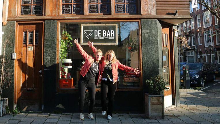 Do en Tessel voor hun toekomstige bar Beeld Gebrouwen door Vrouwen