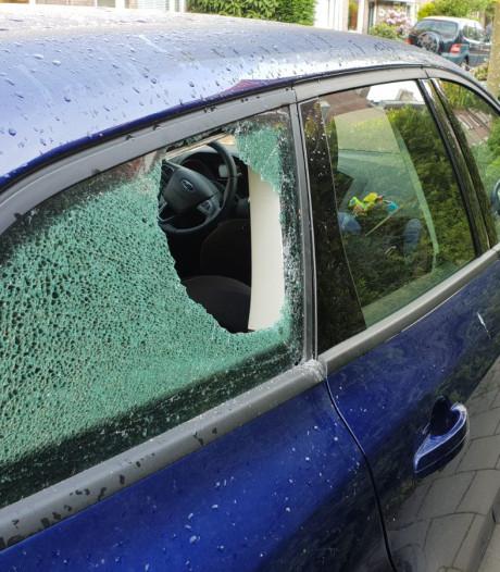 Airbags en navigatie gestolen uit auto's in Eindhoven