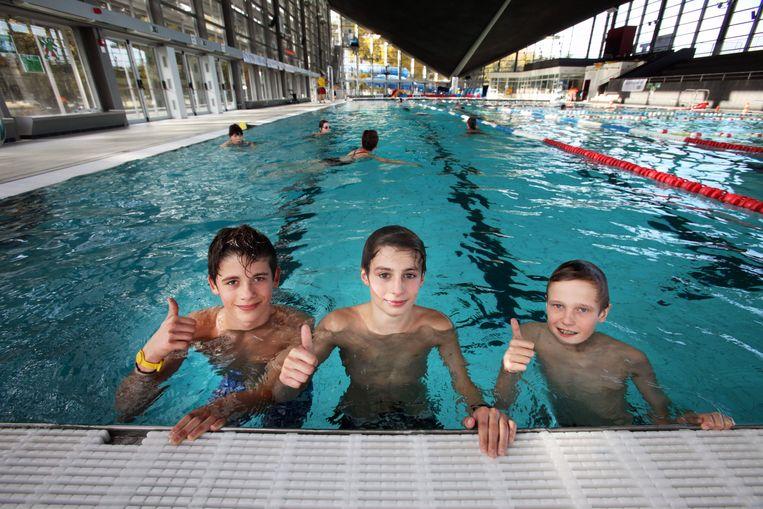 Genkenaren kunnen gratis een verfrissende duik nemen in het zwembad van SportinGenk Park.
