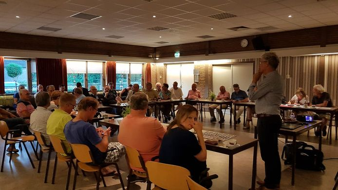 weerstand tegen Heesch-West tijdens de dorpsraadvergadering in Vinkel