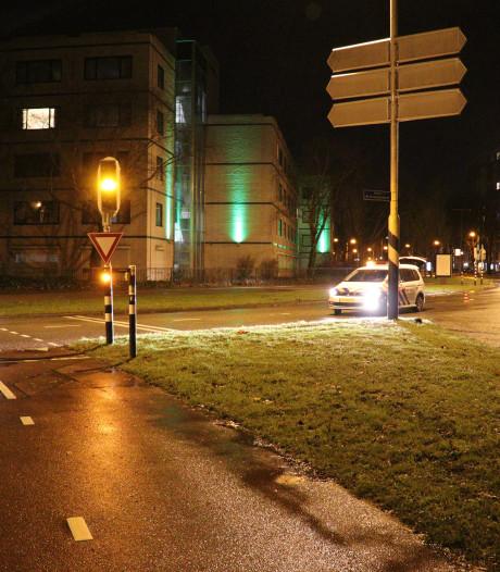 Twee auto's botsen op rotonde in Overvecht