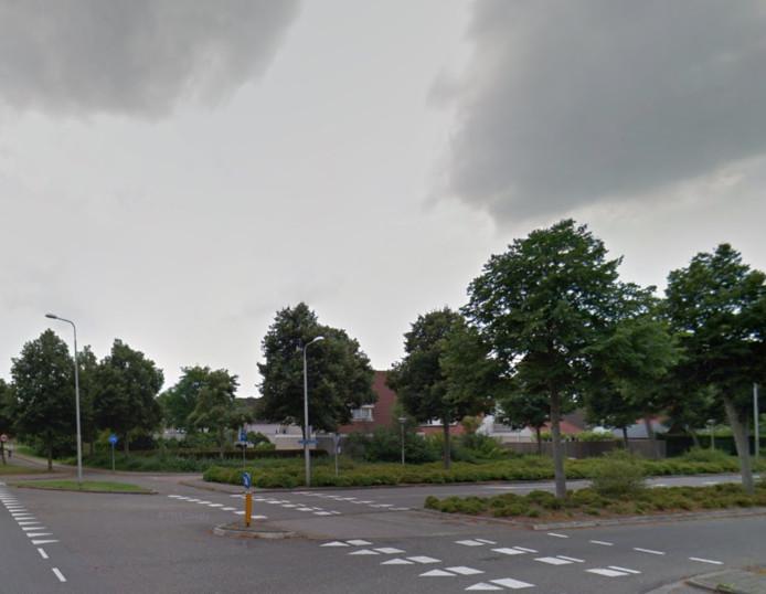De kruising Espelerlaan en Doctor W.M. Verhaarlaan in Emmeloord