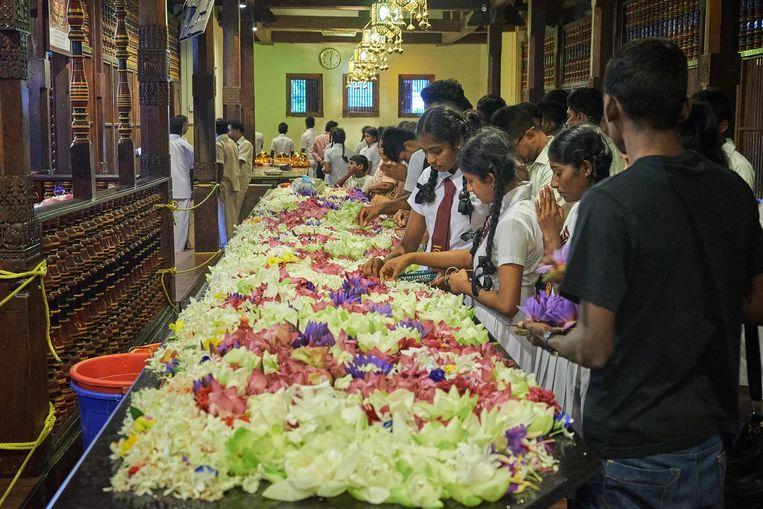 De Tempel van de Tand (van Boeddha) in Kandy. Beeld Theo Stielstra