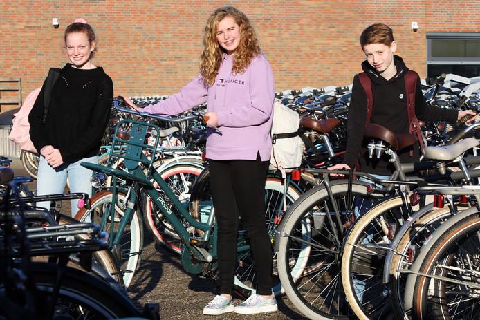 Eerstejaars leerlingen van het Dongemondcollege: Okki de Loeij, Hope Seitzinger en Simon de Groot (vlnr).