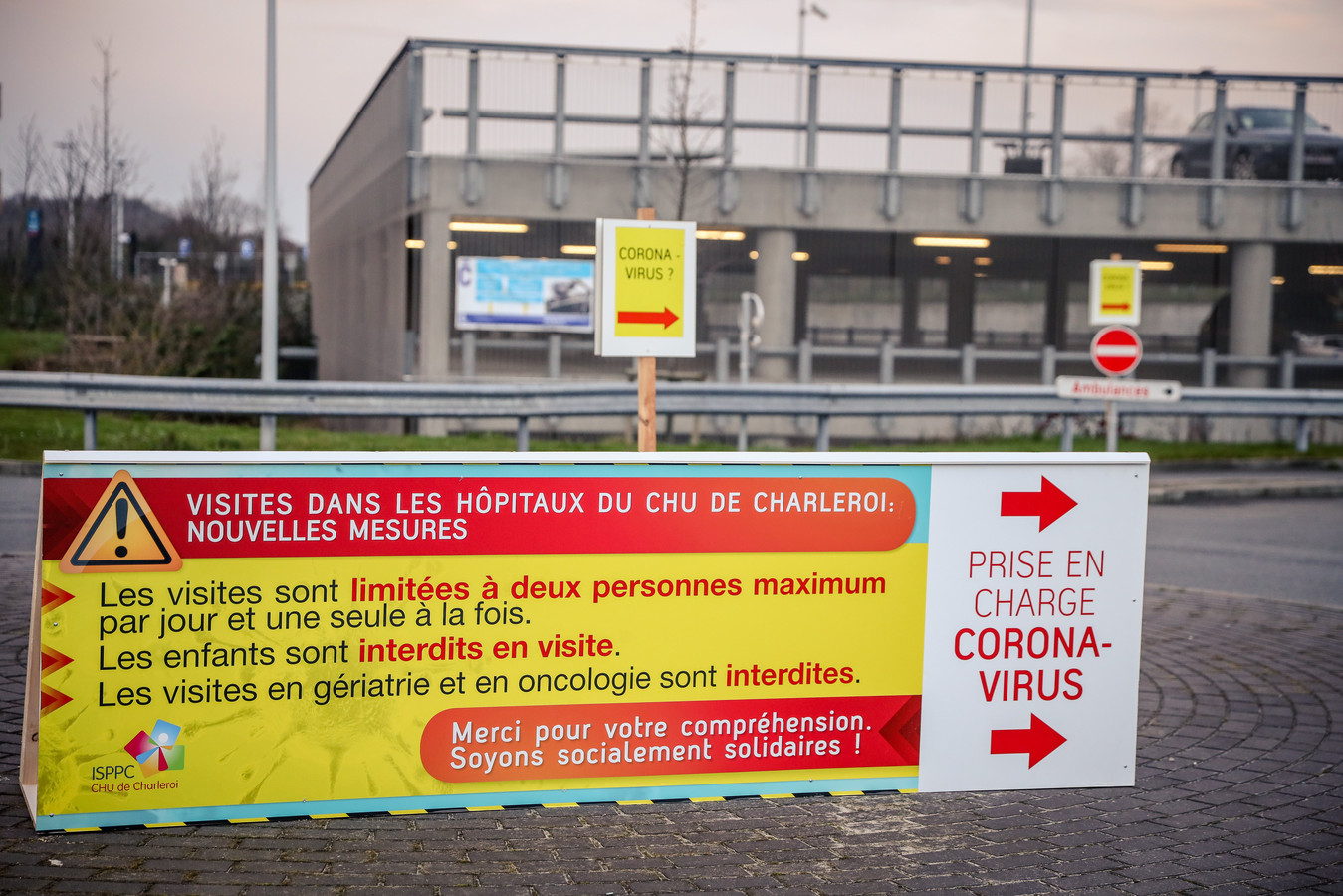 L'hôpital Civil Marie Curie de Charleroi invite les patients atteint du Coronavirus à entrer par les urgences.