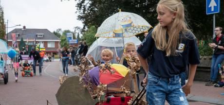 Regen op de kinderoptocht op de 62e Brabantsedag in Heeze