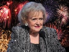 Jarige Golden Girl Betty White (96) bedolven onder de felicitaties