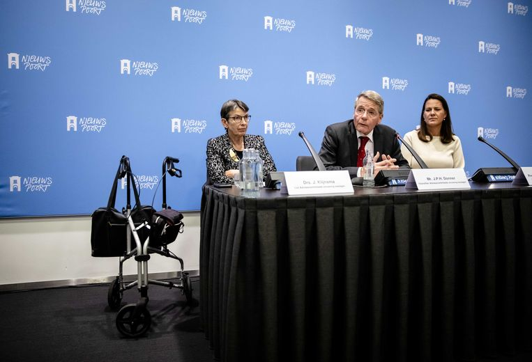 De commissie-Donner met Jetta Klijnsma (links), Piet Hein Donner en Willemien den Ouden. Beeld ANP