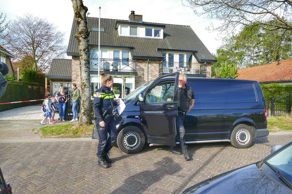 De politie Midden-Nederland zet het onderzoek voort en werkt daarin samen met het Amsterdamse onderzoeksteam