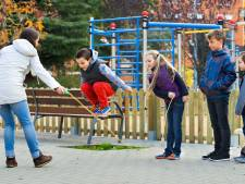 Man laat pistool zien aan spelende kinderen in Den Bosch