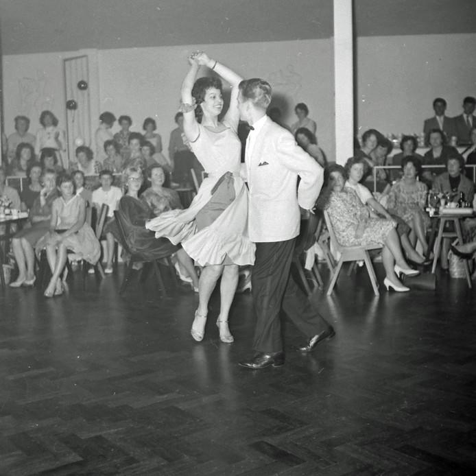 Schoolbal bij de Eindhovense Dansschool Gerard Need in 1965.