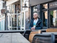 Rick woont tegenover de drukste cafés van de stad: 'Ik mis het geluid echt'