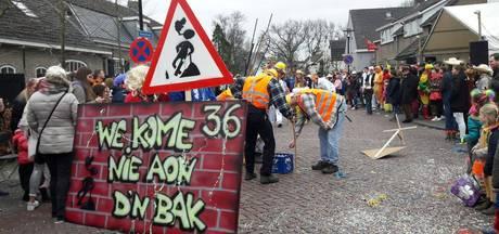 Groot carnavalsfeest in Baviaonenland:  'Iedereen is hier gezellig'