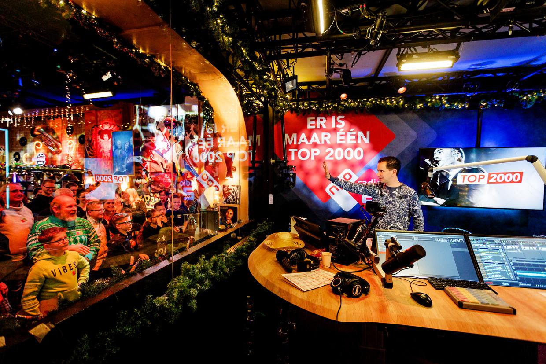 Het is altijd een grote drukte in het Top 2000 Café in Beeld en Geluid tijdens de NPO Radio 2 Top 2000.