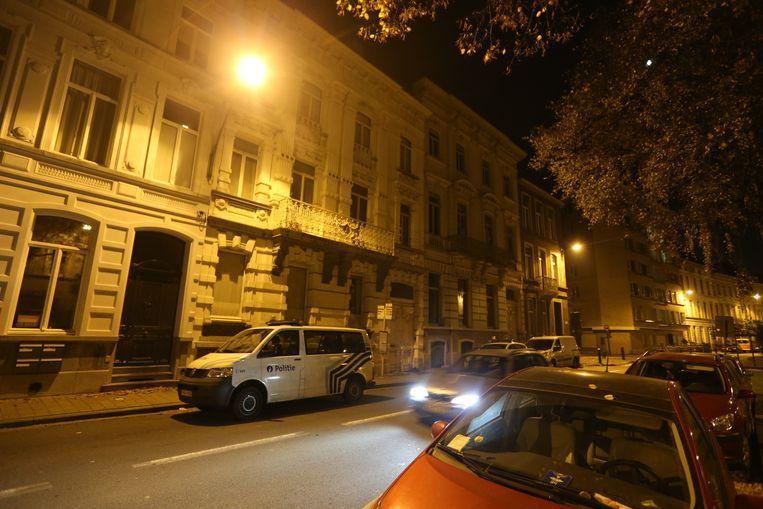 Politievoertuigen in de Kasteellaan in Gent, waar Luc De Vos overleed.